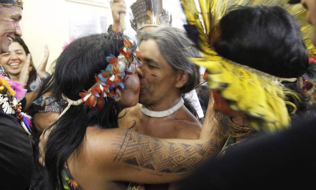 José Urutau, indio que resisitiu a desocupação da Aldeia Maracanã em cima de árvore, é liberado na 18ª DP. Marcelo Carnaval / Agência O Globo