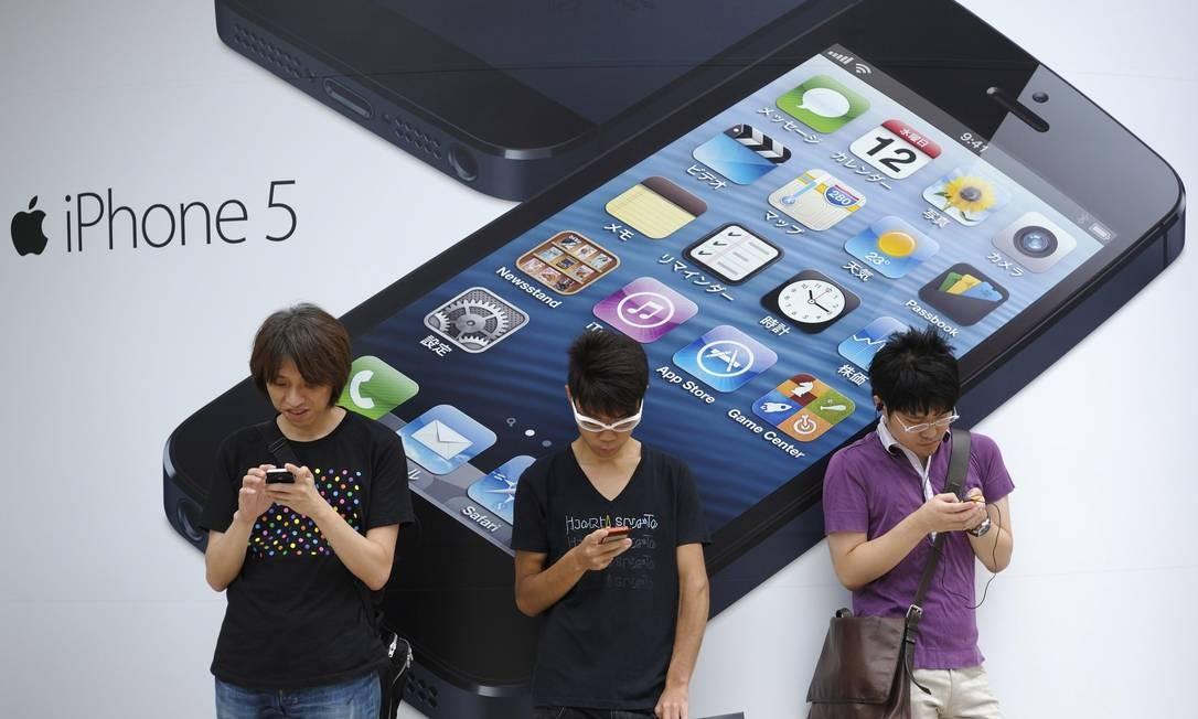 Pesquisa relacionou o uso de celular ao desempenho acadêmico de 500 jovens Foto: Akio Kon / Bloomberg
