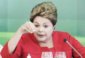 A presidente Dilma Rousseff no café da manhã com jornalistas no Palácio do Planalto: sem pedido de Snowden Foto: Jorge William