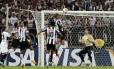 Martin Silva defendendo o Olimpia na final da Libertadores contra o Atlético-MG