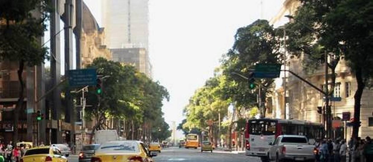 Avenida Rio Branco é uma das principais do Centro do Rio - Foto: Agência O Globo / Gabriel de Paiva