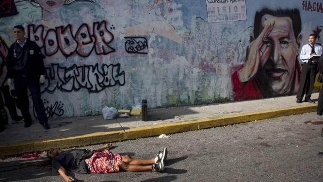 Homem assassinado é encontrado em rua de Caracas Foto: 8-9-2010 / AP