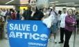 """""""O mundo estava com a gente. E eu não tenho palavras para agradecer isso"""", disse Ana Paula, ao desembarcar no Brasil"""