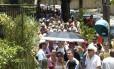 Cosme Velho é tomado por turistas à espera de van para o Cristo
