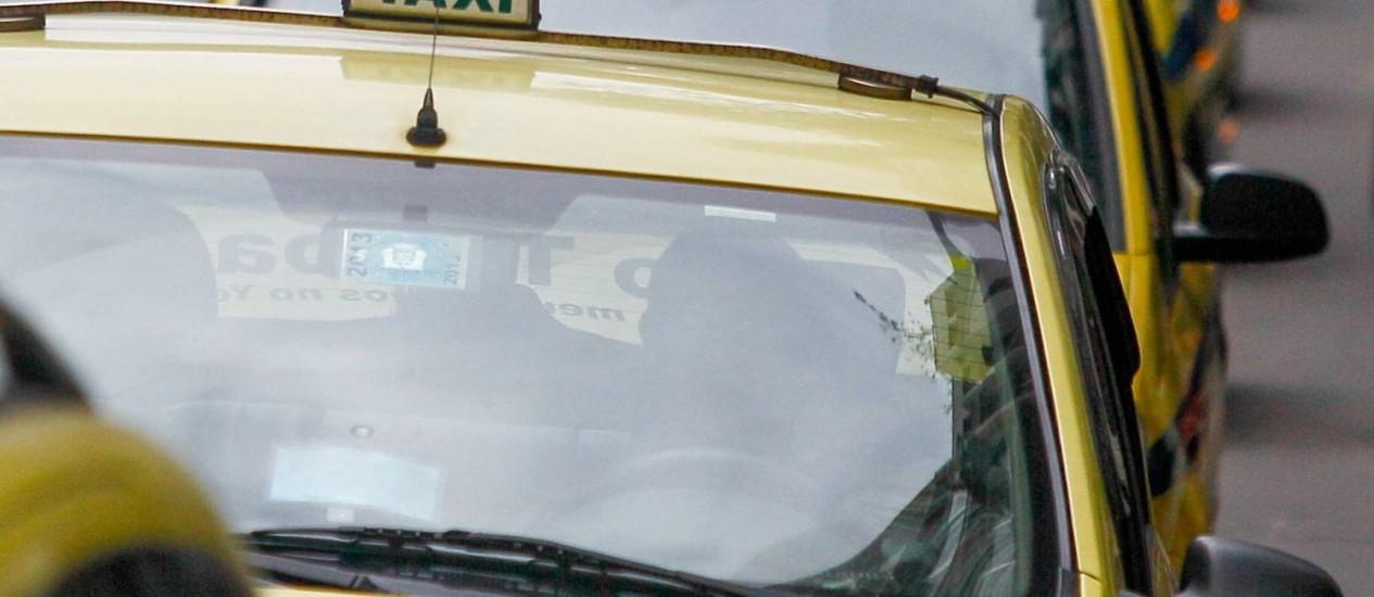 Movimentacao de taxis pela cidade (26/12/2013) Foto: Pedro Kirilos / O Globo