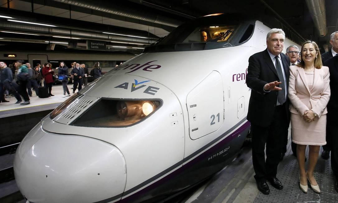Ministros do transporte da França, Frederic Couvillier, e da Espanha, Ana Pastor inauguram o trem Foto: GUSTAU NACARINO / REUTERS