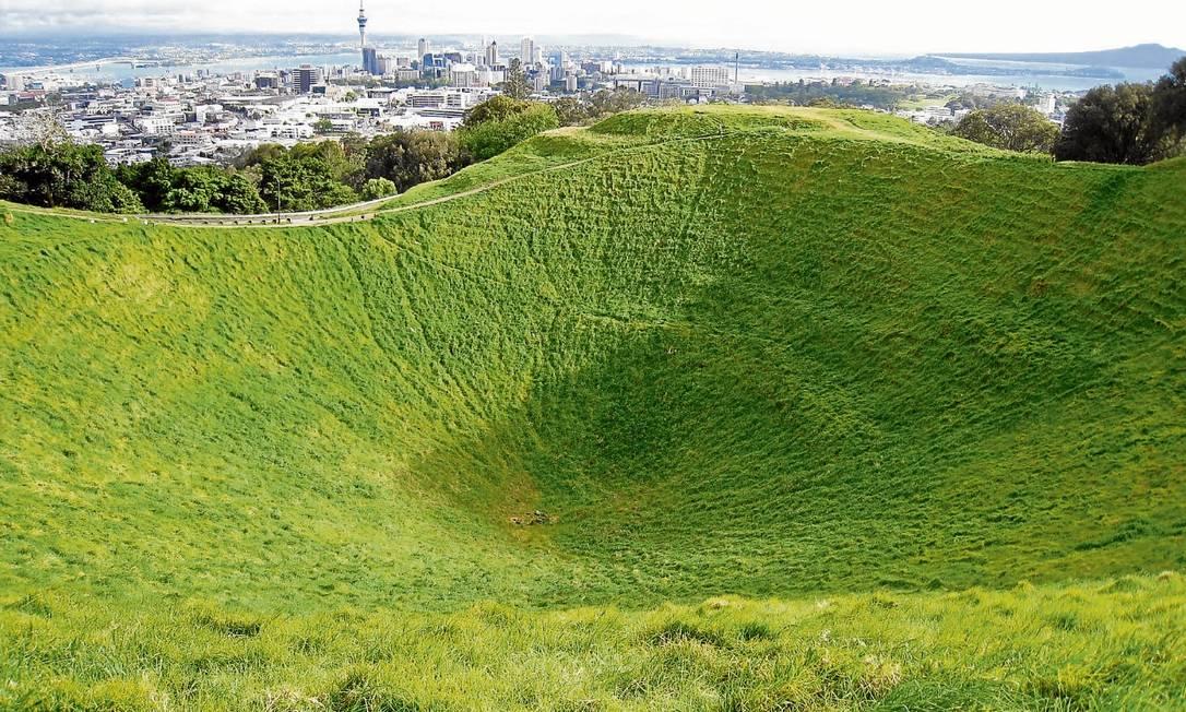 A cratera do Monte Eden com a vista para Auckland, na Nova Zelândia Foto: Carlos Albuquerque / O Globo
