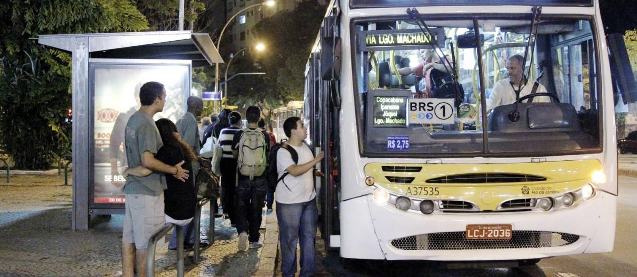Ônibus do Rio podem ter aumento na tarifa no ano que vem Foto: Marcelo Piu / Agência O Globo (29/05/2013)