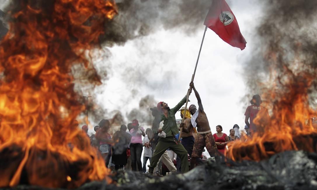 Integrantes do MST em protesto em 2012 Foto: Reuters / Ueslei Marcelino