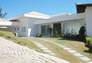 Casa de alto luxo para alugar na praia da Ferradura, em Búzios. Com cinco suítes e 700 metros quadrados de área construída. R$ 5 mil, a diária Foto: Divulgação