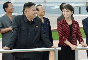 Kim Jong-Un e a mulher, Ri Sol-ju, em Pyongyang Foto: KCNA / REUTERS