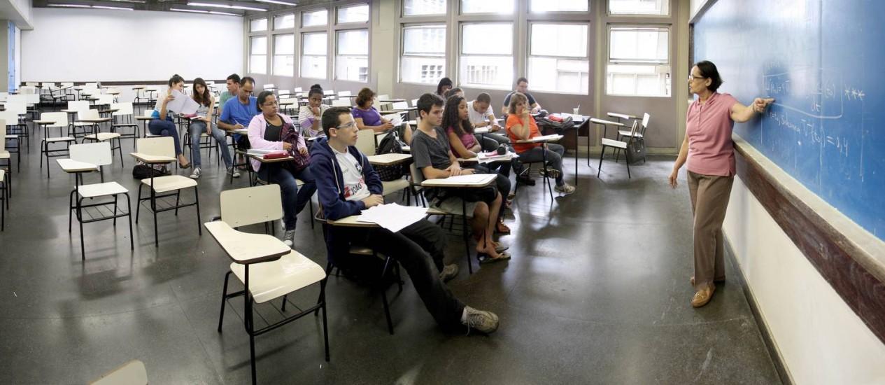 Sala de aula do curso de Matemática, da Uerj: no 2º semestre de 2012, 100 alunos ingressaram e 16 concluíram Foto: Ivo Gonzalez / O Globo