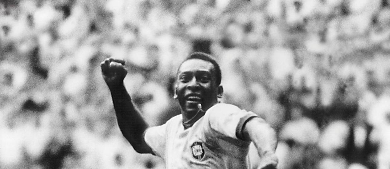 Pelé comemora um gol contra a Tchecoslováquia na Copa do Mundo de 1970 Foto: Arquivo