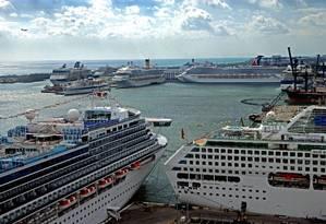 Em dia movimentado, navios dominam a paisagem em Fort Lauderdale, na Flórida Foto: Divulgação