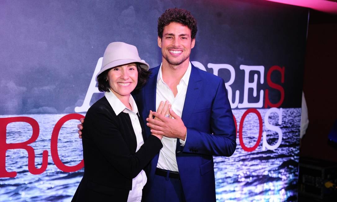 Cassia e Cauã juntos e às boas na coletiva de Amores roubados Foto: TV Globo/Divulgação