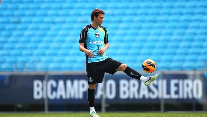 Elano, em treino do Grêmio, é o novo reforço do Fla Foto: Divulgação / Grêmio