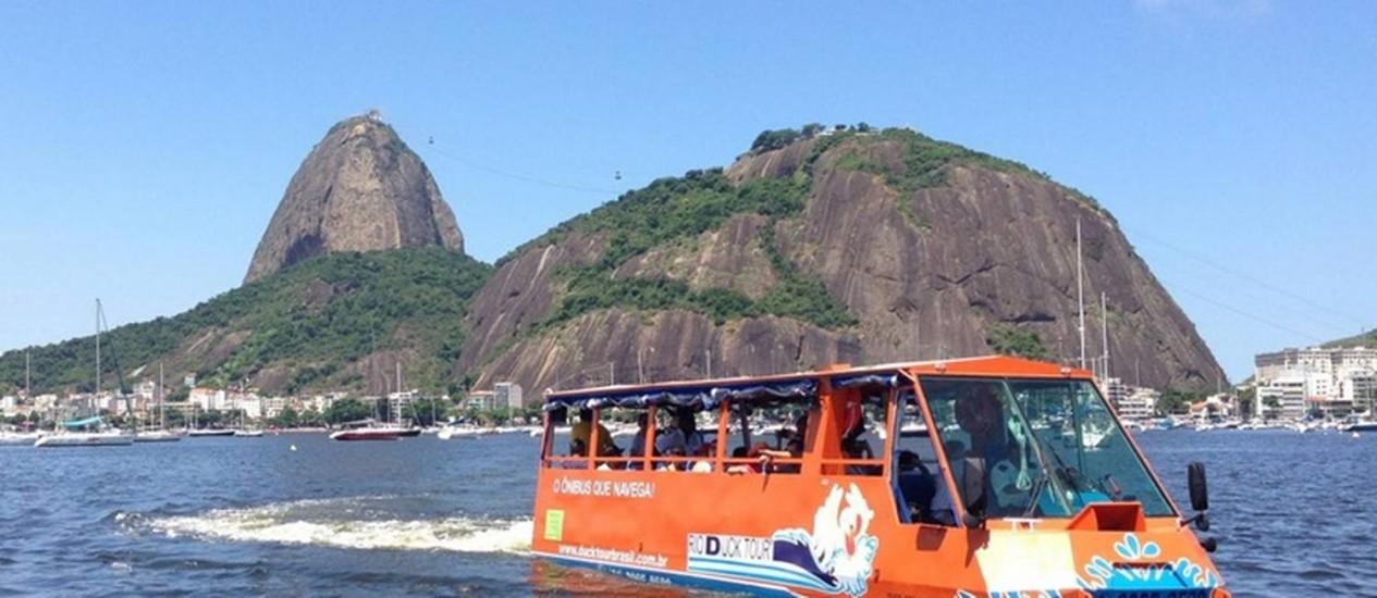 Ônibus anfíbio faz passeio na Baía Foto: Divulgação