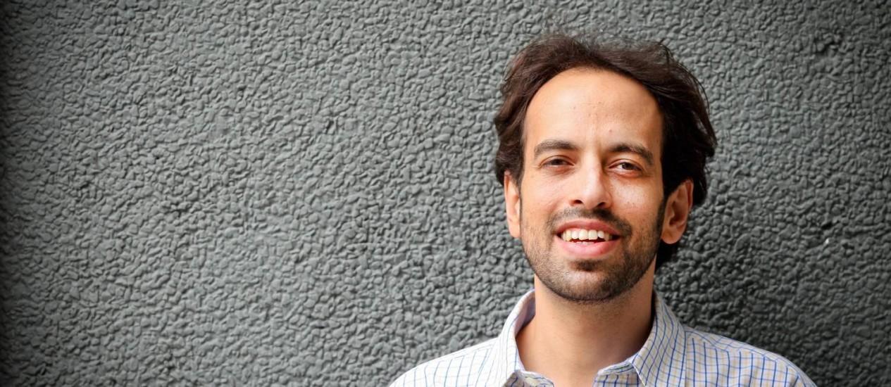 Foto: Jacques Fux fez tese de doutorado e livro de crítica relacionando números e letras. Foto: Marcos Alves/Agência O Globo