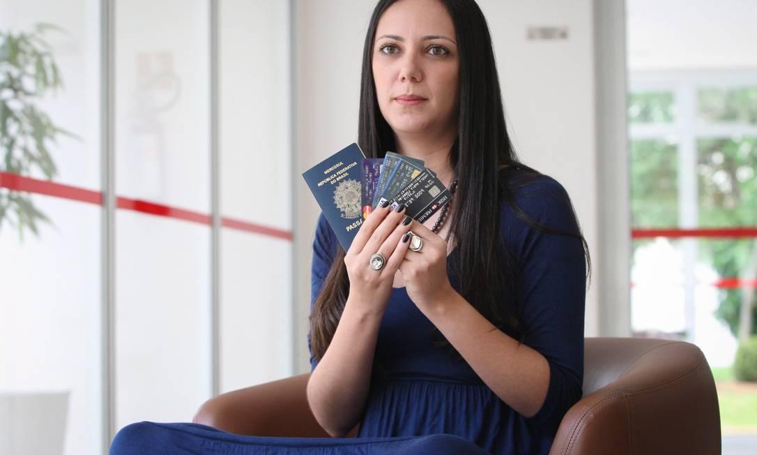 A jornalista Angela Ferreira foi pega de surpresa com o aumento do IOF durante a viagem Foto: O Globo / Marcos Alves