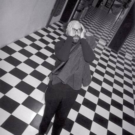 Facetas. Zarif trocou a faculdade de Arquitetura por cursos livres: primeira exposição foi de polaroides, depois fez performances, desenhos, telas e objetos Foto: Divulgação/Vania Toledo
