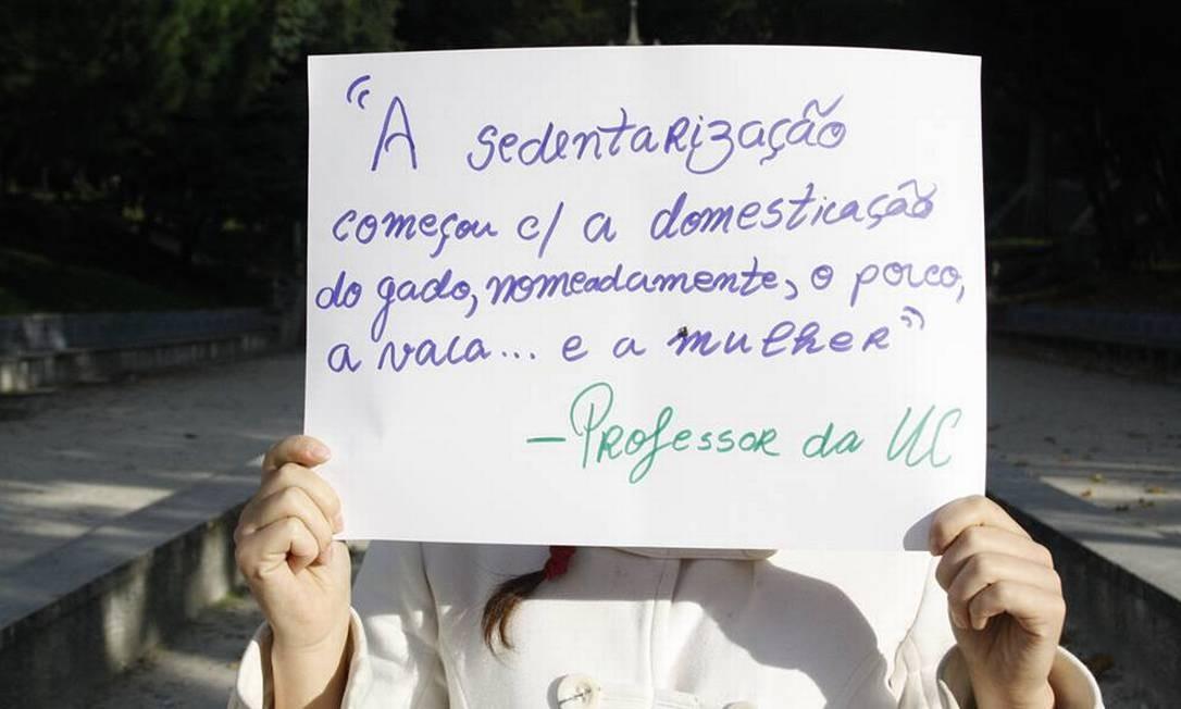 Nesta foto, estudante mostra declaração machista feita por um professor Foto: Reprodução / Facebook