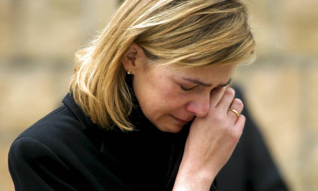 A princesa Cristina Cristina chora após sair do funeral das 190 vítimas do ataque a um trem em Madri, em março de 2004 Foto: SERGIO PEREZ/REUTERS