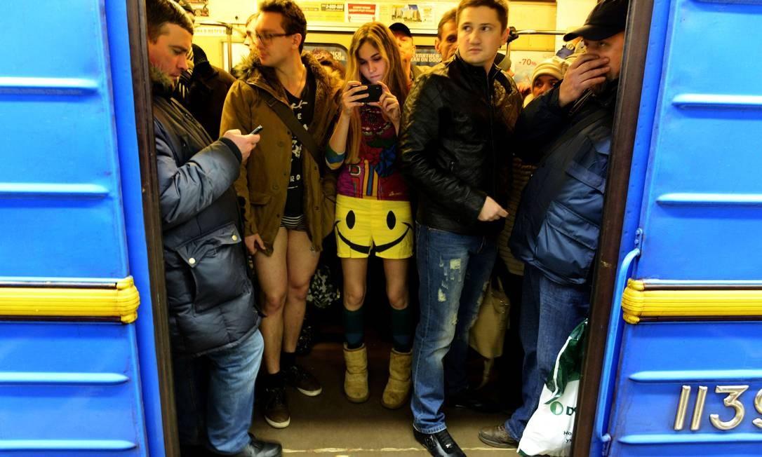 b215c7196 Europa tem  Dia Sem Calças  no metrô - Jornal O Globo
