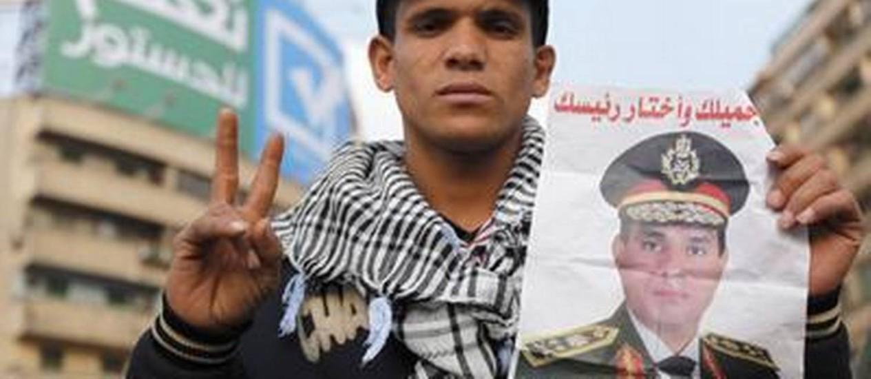 Um apoiador do general Sisi Foto: REUTERS-20-12-2013