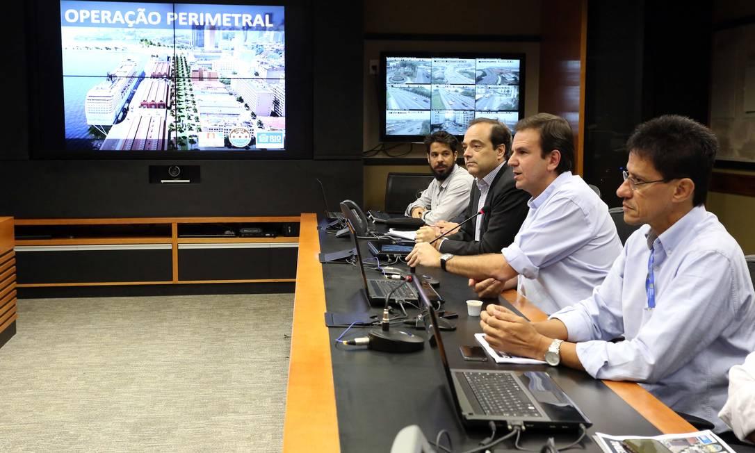 Prefeito explica mudanças para a interdição total do Elevado da Perimetral Foto: Beth Santos / Divulgação