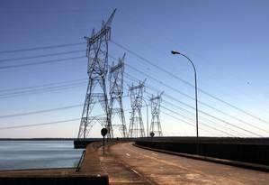 Linhas de transmissão transportam a energia produzida em Itaipu Foto: Dado Galdieri / O Globo