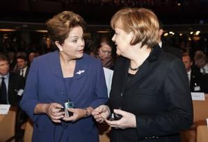 Dilma Rousseff e Angela Merkel em uma feira de tecnologia na Alemanha, em 2012 Foto: 5-3-2012