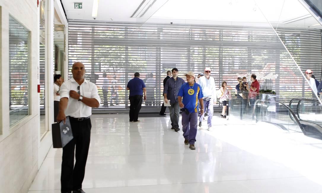 Shopping JK fecha as portas para evitar manifestação 'rolezinho' Foto: Michel Filho / Agência O Globo
