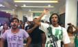 Jovens fazem rolezinho no Plaza Shopping, em Niterói