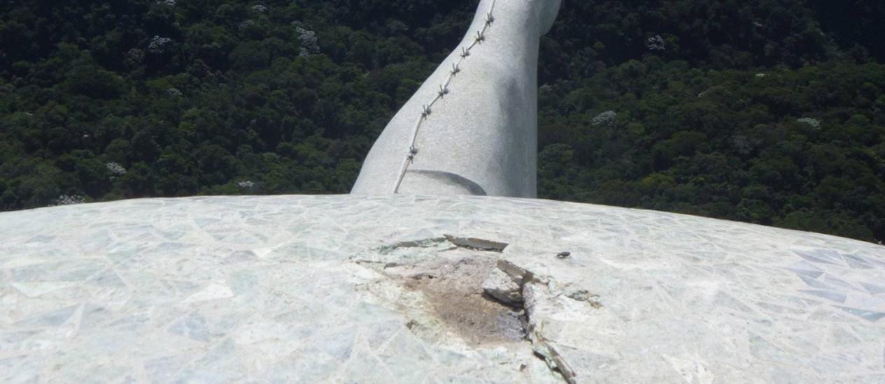 Detalhe da cabeça do Cristo que foi atingida por raio Foto: Terceiro / Divulgação