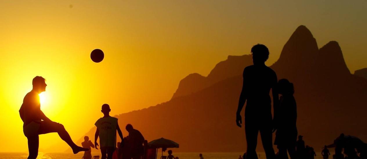 Fim de tarde na Praia de Ipanema. Dias seguidos com sol no Rio de Janeiro Foto: Pedro Kirilos