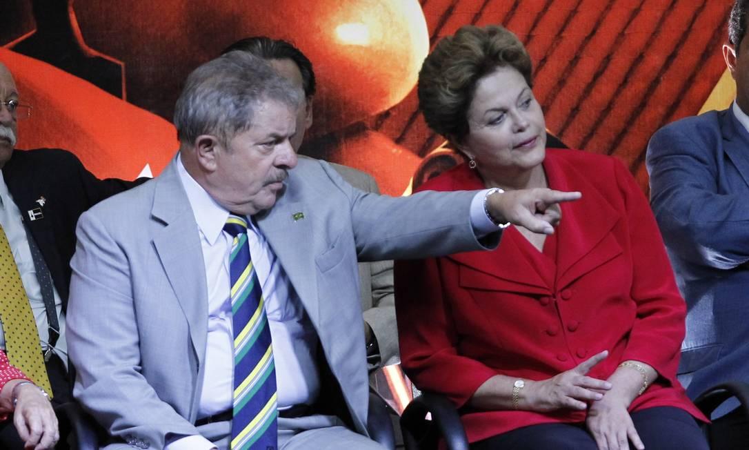 PT NO PODER - O ex-presidente Lula e a presidente Dilma Rousseff em março de 2013 na comemoração dos 10 anos do PT no poder. Foto: Marcos Alves / O Globo