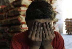 Em janeiro de 2014, fiscais descobriram menores com idade entre 13 e 17 anos trabalhando numa carvoaria em Joanópolis (SP) Foto: Michel Filho / Agência O Globo