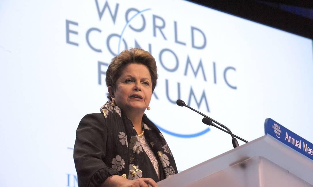 A presidente Dilma Rousseff discursa, no Fórum de Davos: manifestações de junho não pediram volta ao passado, mas mais avanços e conquistas Foto: ERIC PIERMONT / AFP