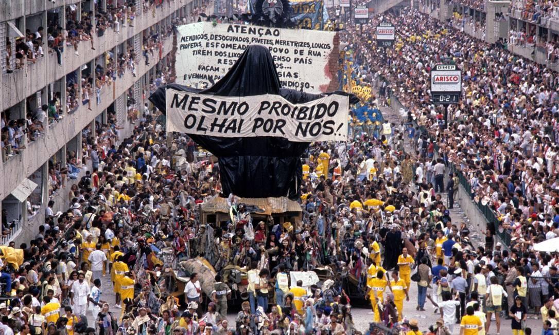 Cristo Redentor mendigo, em farrapos, teve sua exibição pública proibida por liminar Foto: Ricardo Leoni / Agência O Globo