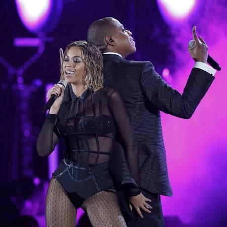 Beyoncé cantou com o marido Jay-Z no palco do Grammy Foto: MARIO ANZUONI / REUTERS