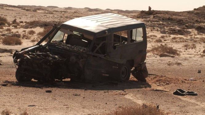 O carro dos cineastas Samir Abujamra e Tito Gonzalez Garcia foi atingido por uma mina antitanque