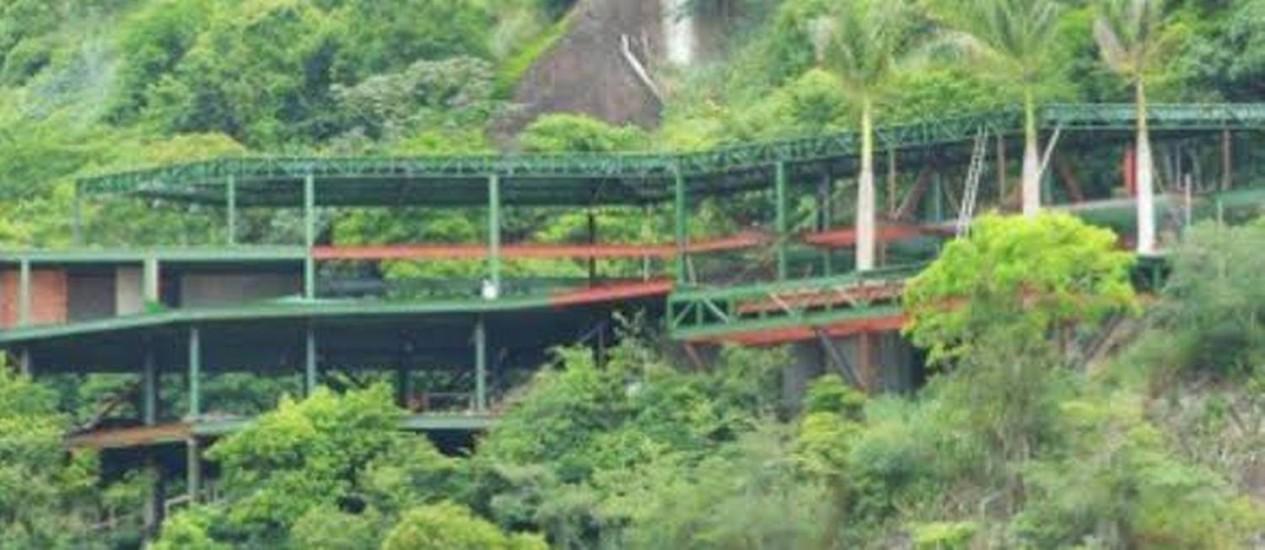 Prefeitura de Niterói paralisa construção de casas na encosta do Morro da Viração Foto: Divulgação