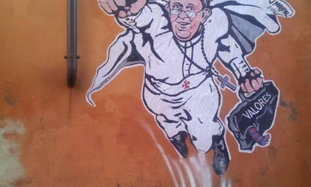 Graffiti exibindo o Papa como um super-herói Foto: Reprodução