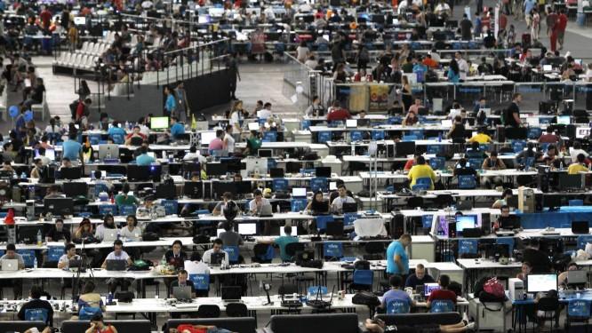 Internautas na Campus Party, no Parque do Anhembi, em São Paulo Foto: Michel Filho / Agência O Globo