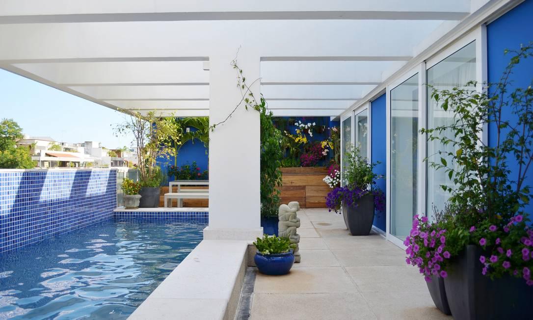 10 piscinas exuberantes para aproveitar o ver o em grande for Piscina e maschile o femminile