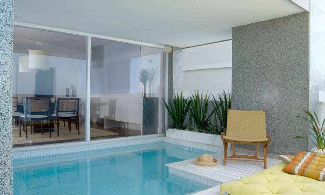10 piscinas exuberantes para aproveitar o ver o em grande - Piscinas interiores pequenas ...