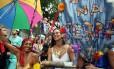 Desfile do bloco Céu na Terra de 2011: desta vez a concentração do desfile do sábado de carnaval está marcada para o Largo dos Guimarães. O bloco fecha a folia no Largo das Neves