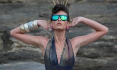 Óculos de sol. Empresas apostam em diferentes modelos neste início de ano Foto: Hudson Pontes / Agência O Globo