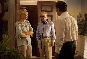 Woody Allen dirigindo Cate Blanchett e Alec Baldwin em 'Blue Jasmine': há especulações sobre efeito da polêmica familiar no desempenho do filme em premiações Foto: Diivulgação