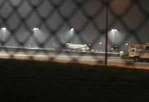 O avião da Pegasus Airlines vindo da cidade ucraniana de Kharkov na pista do aeroporto Sabiha Gokcen, em Istambul Foto: REUTERS/Ihlas News Agency